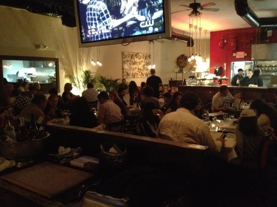 H Restaurant: Busy night.