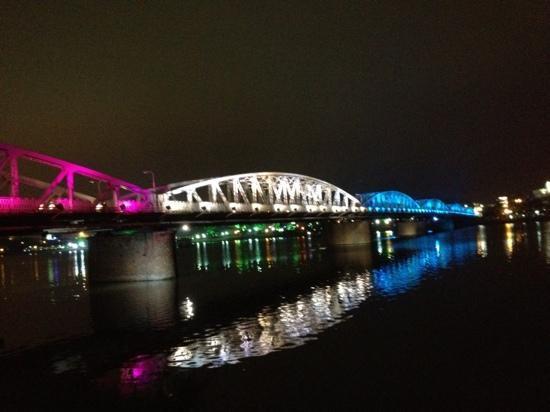 HueNino Hotel: pont sur la rivière des parfums