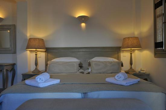 Saint Andrea Seaside Resort: King size bed