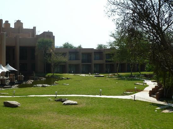 Windhoek Country Club Resort: hotel grounds
