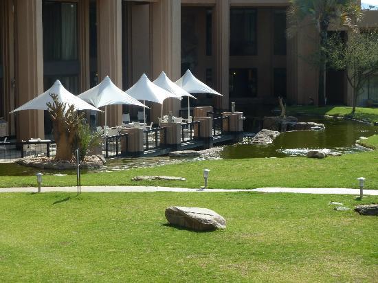 ويندهوك كنتري كلوب: view of outside dining area