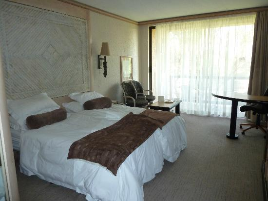 Windhoek Country Club Resort: room