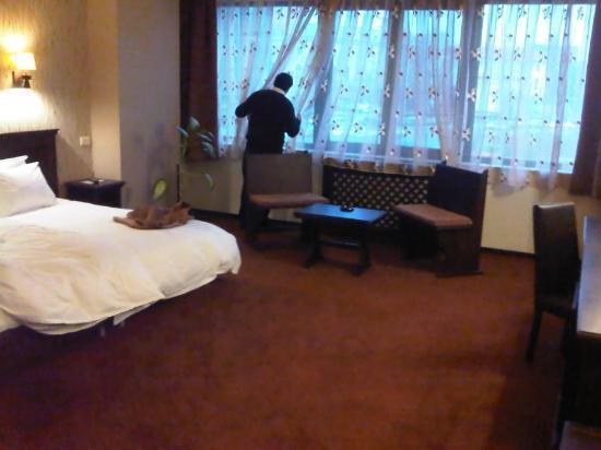 Hotel International: stort værelse2