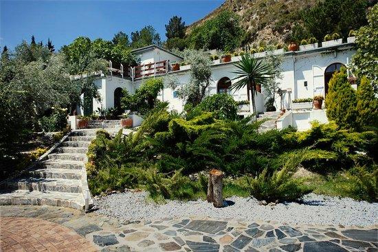 La Almunia del Valle: Fachada principal