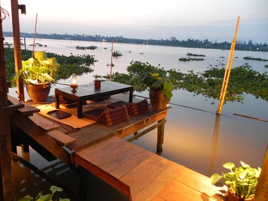 Nonthaburi, Thailand: cosy and beautiful riverside experience