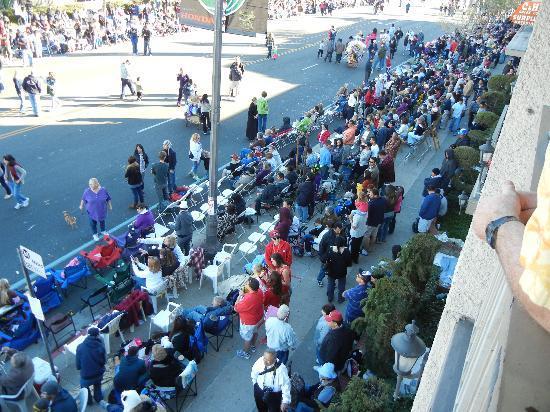 Ramada Pasadena : The center of the parade action