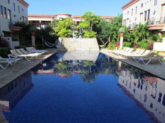 Las Sirenas Hotel & Condos: piscine
