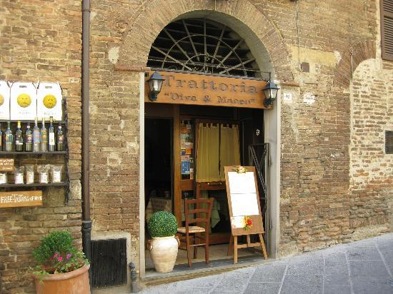 Trattoria Diva e Maceo: The restaurant entrance