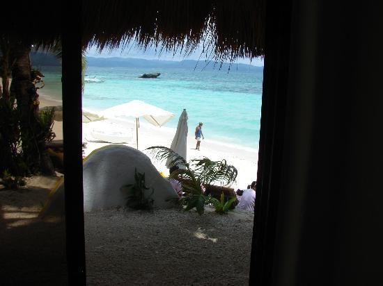 Artista Beach Villas: Вышел и в море!