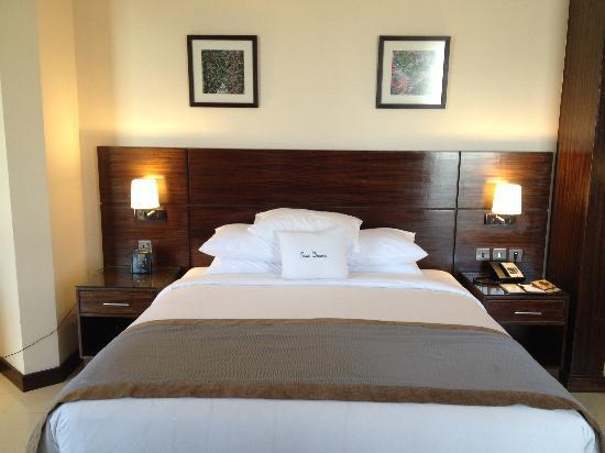 DoubleTree by Hilton Hotel Aqaba: Suite- King Bed