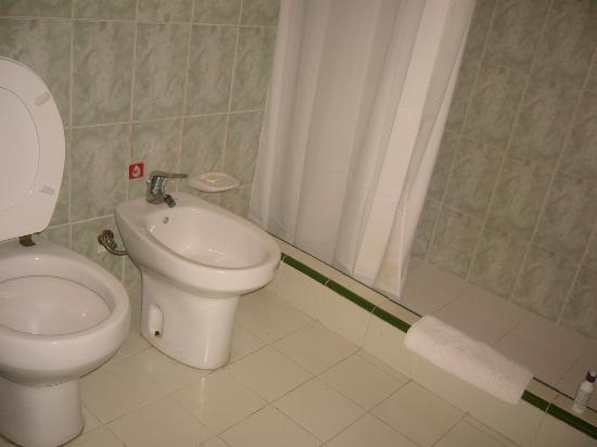 Hotel Los Delfines: Chambre de bain du Los Delfines.