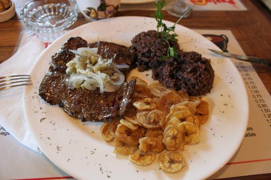 Punto G: Delicious: Beef, black rice and fried bananas - only 5,5 CUC