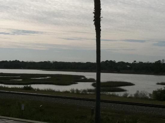 Magnuson Hotel Historic St. Augustine: This is the river behind the hotel.