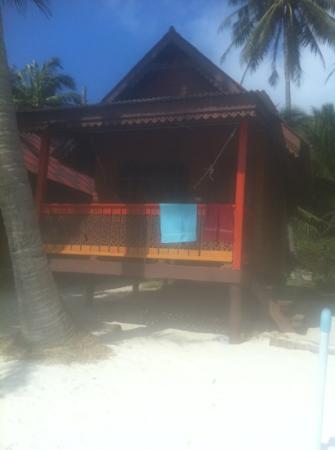Seaview Sunrise Resort : our beachfront hut :)