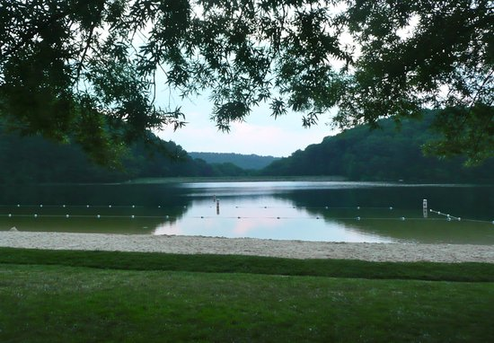 Boonsboro, แมรี่แลนด์: Lake and swimming area at Greenbrier State Park