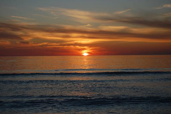 Tropical Beach Resorts: Perfect sunset