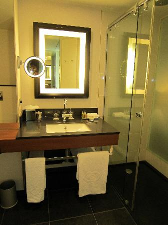 Sofitel Brussels Europe: bathroom