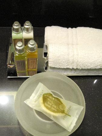 Sofitel Brussels Europe: L'Occitane set