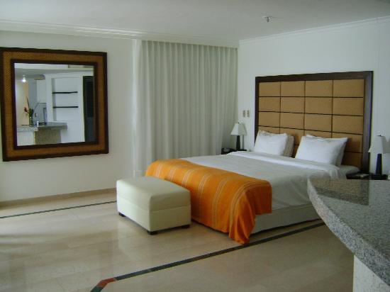 Hotel Regatta Cartagena: HABITACIONES LIMPIAS Y AMPLIAS