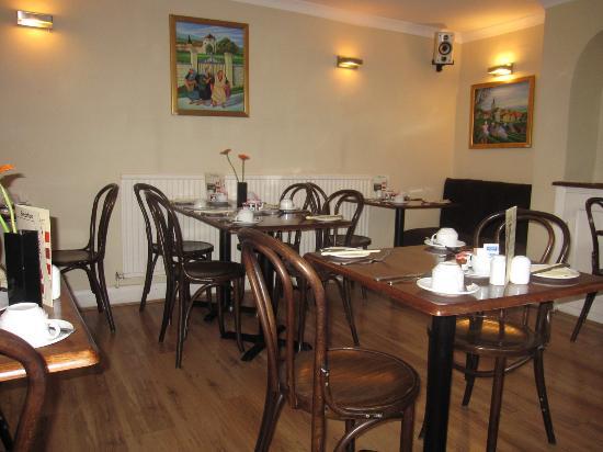 Gullivers Hotel: Breakfast area