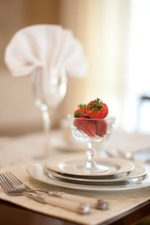 Mill Creek Manor: Strawberries and Cream