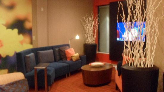 Courtyard Orlando Altamonte Springs/Maitland: small seating area