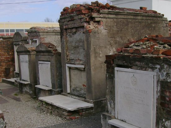 Historic New Orleans Tours: cemetary