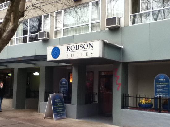 Robson Suites: Main entrance