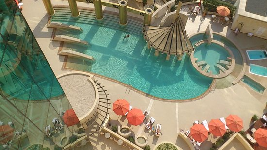 Raffles Dubai: Pool area