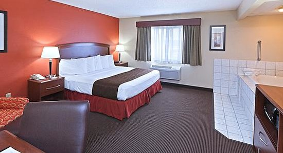 AmericInn Lodge & Suites Bemidji: AmericInn Bemidji - King Whirlpool Suite