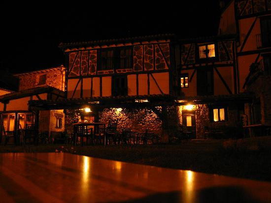 La Casona del Pastor: The Hotel at night.