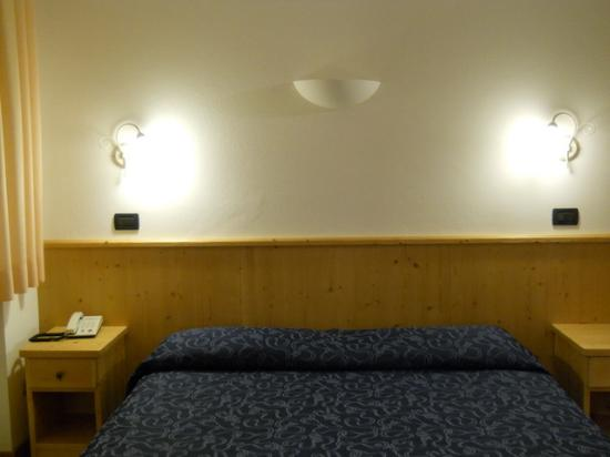 Hotel Bleis : A big bed