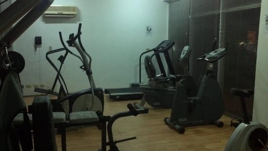 Apo Apartments: The gym in Protea Apo hotel from another angle