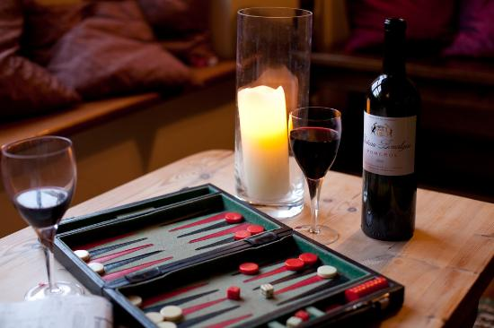The Angel at Burford: Relax over a game of backgammon