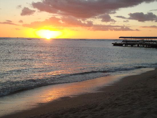 Hale Koa Hotel: Sunset from Waikiki