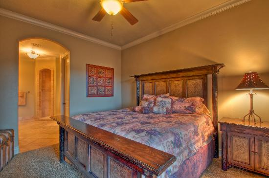 Coral Springs Resort: Master Bedroom
