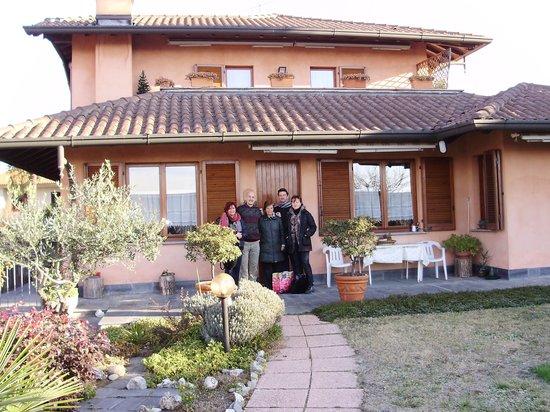 B&B Karibuni : l' abitazione e il giardino