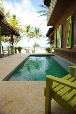 Caye Casa: pool and beach