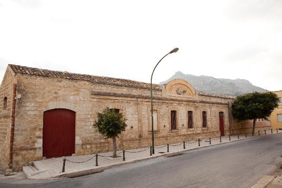 Centro di Cultura Gastronomica Molino Excelsior: esterno molino excelsior Valderice (Trapani)