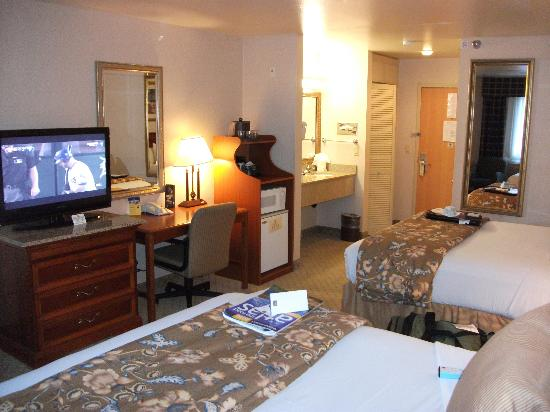 BEST WESTERN PLUS High Sierra Hotel: room pic 2