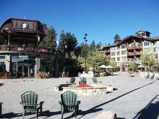 Best Western Plus High Sierra Hotel: village square in mammoth lakes