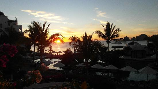 Pueblo Bonito Los Cabos Beach Resort: sunrise at PBB