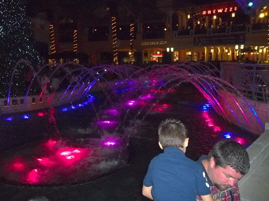 West Palm Beach, Flórida: Dancing fountains