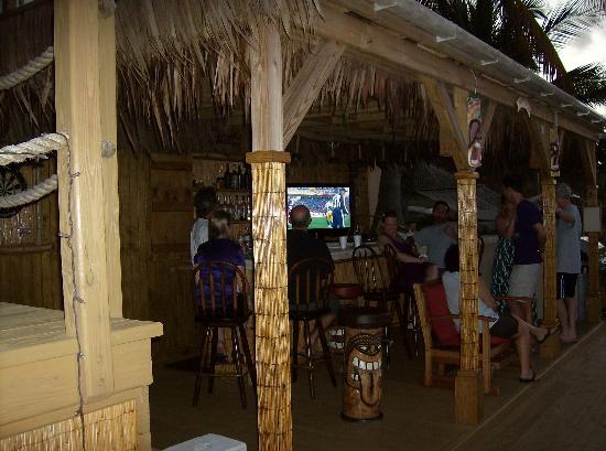 Villa Margarita: Happy hour at the tiki bar!