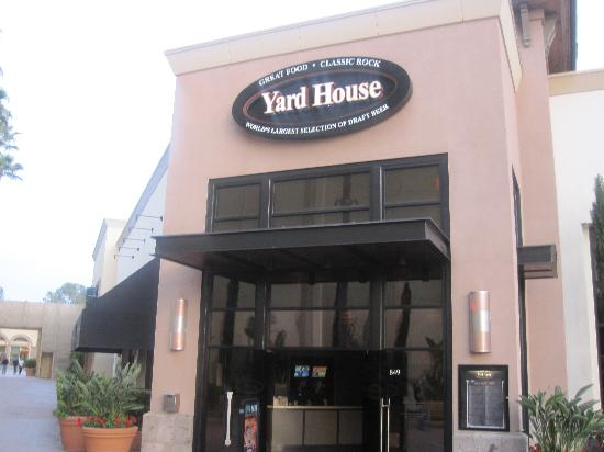 Yard House Restaurant: I'm on the outside