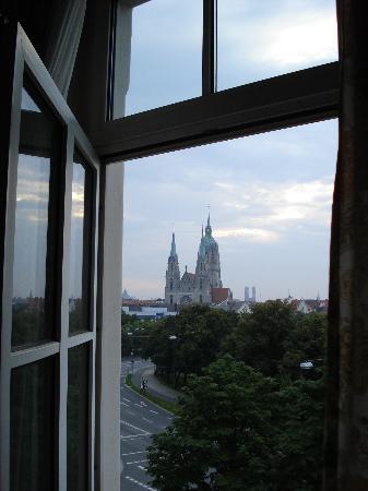 โฮเต็ล โครน: view from our window