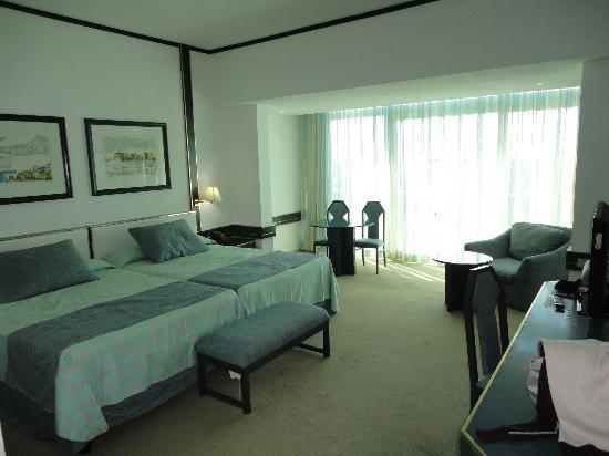 Habitaciones muy grandes y cómodas: fotografía de Tryp ...