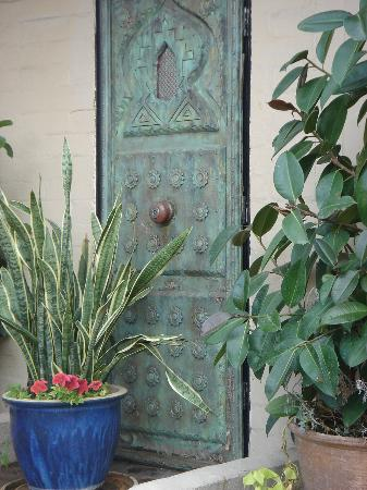 Villa Royale Inn: One of my favorite photos!  Just a simple door but so inviting!