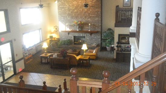 Quality Inn: Front Lobby