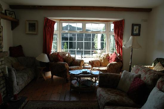 Annaharvey Farm Bed and Breakfast: the reading and relaxing by the fire room